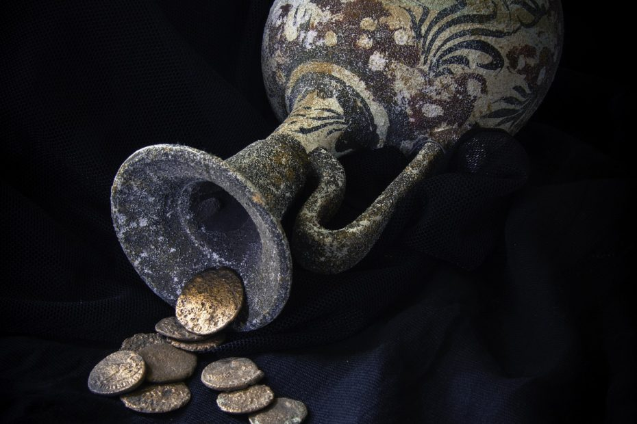 Ancient vase with gold coins, i.e. the truvatura