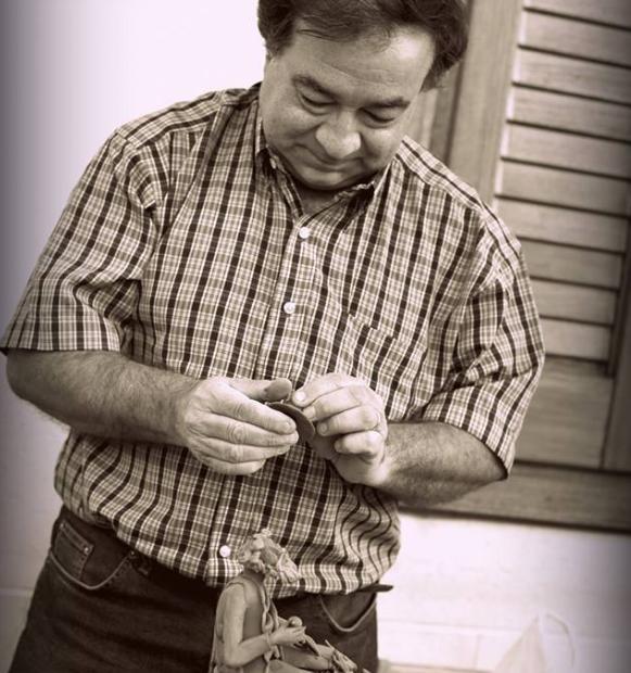 Bennardo Mario Raimondi shaping clay